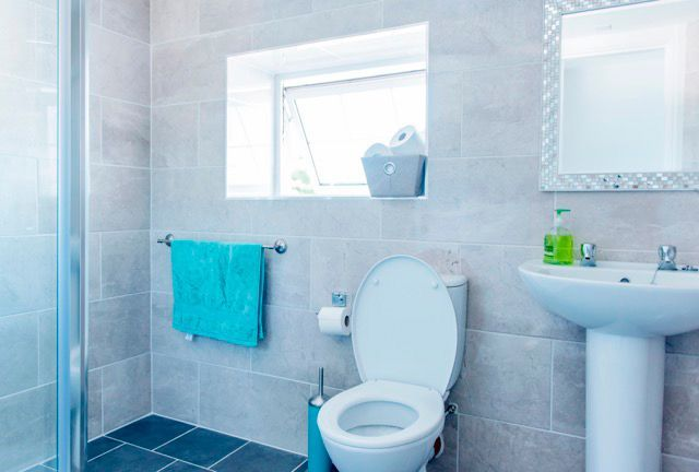 acommodation.bathroom-young-adult-equestrian-camps-ireland